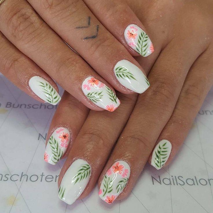 """Lisa Susanne on Instagram: """"Summer nails on fleek. .. #nailsalonbunschoten #nails #hawaii #palmleafs #flowers #tropical #summer #vacation #tropicalnails #nailart…"""""""