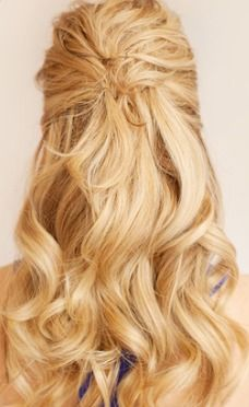 The prettiest half-up hairstyle.