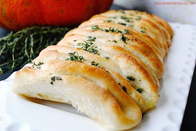 Parker House Style Herbed Separar Loaf | Impresionante, Pero Fácil de PreparAR. This hogaza sí Inicia un partir de rollos de masa de pan con ...