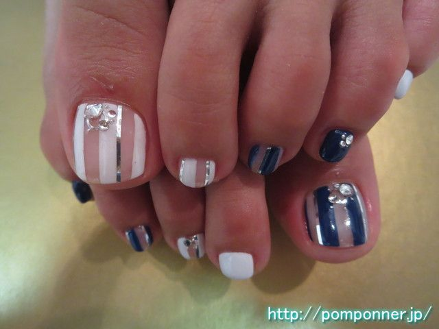 クリアベースにネイビーのストライプのフットネイル foot nail stripe stylish in clear base. Make a white stripe, a navy base in the clear, it was accented with silver tape line. I was decorated MaruTamaki and Stone, studs the base.