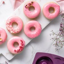 Tupperware - Rosquillas Rosas Tapas, 20 Min, Doughnut, Cookies, Desserts, Yummy Yummy, Pink Frosting, Food Coloring, Recipes