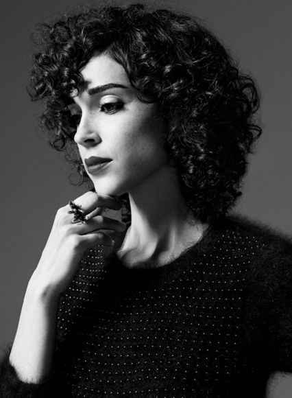annie clark, she looks so innocent yet creates such dark, provacative music. <3