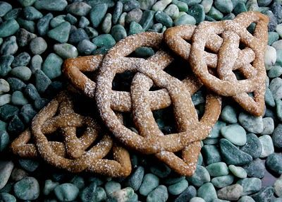 Sprinkle Bakes: Celtic Knot Cookies  Ariana's Brave Party