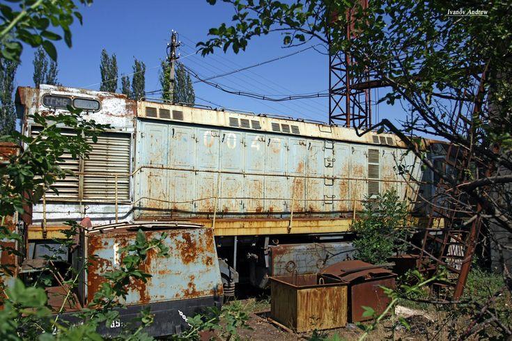 Тепловоз ТГМ6-0040 на территории старого депо, фотографировал с забора, ст. Золотая Балка, Балаклава, Севастополь