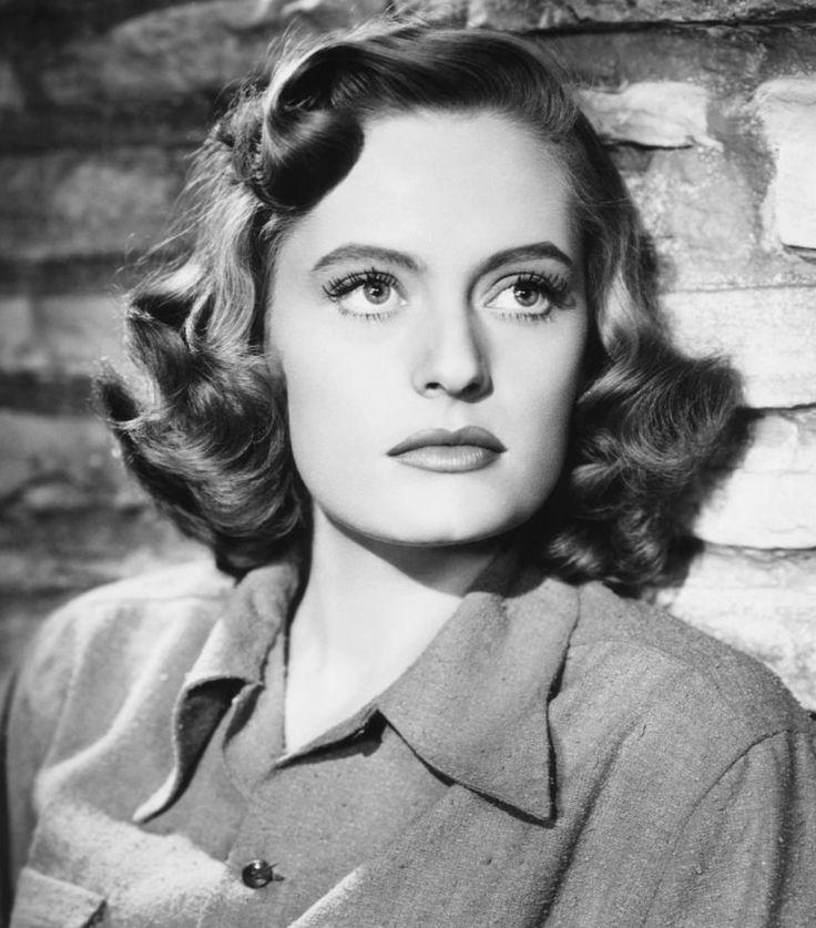Alexis Smith (June 8, 1921 - June 9, 1993). - Cine Nostalgia