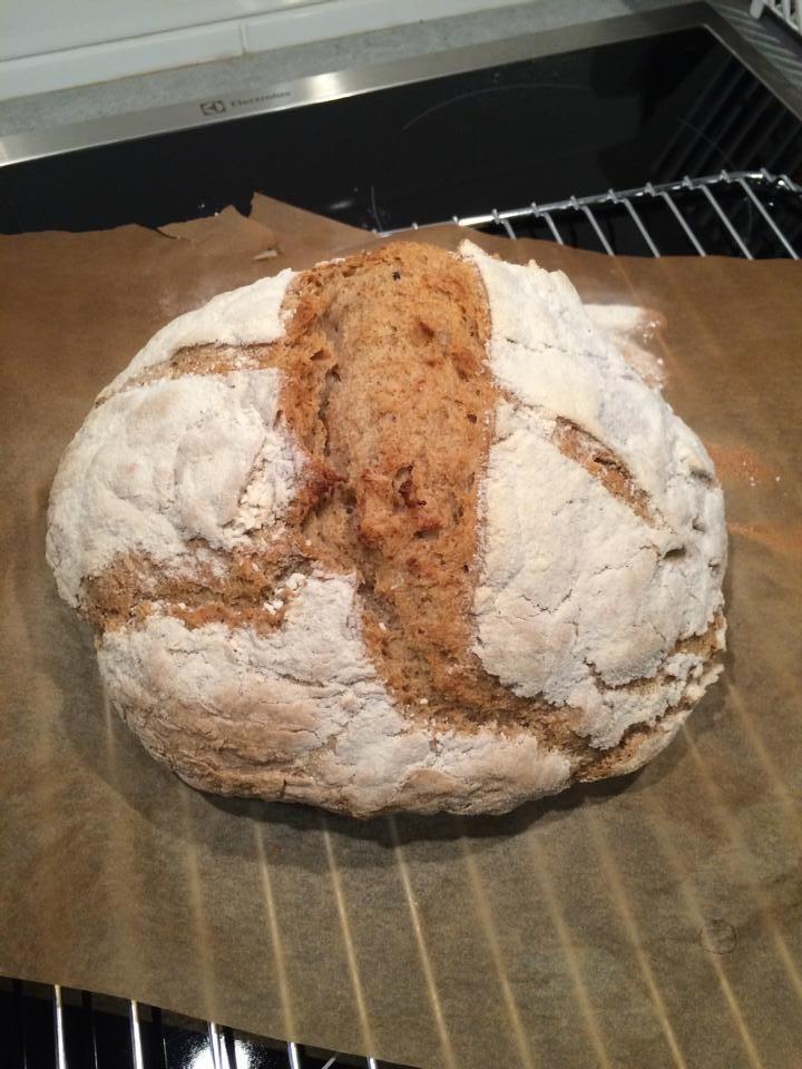 Det här är ett riktigt gott Bröd! Det var ett experiment som blev riktigt lyckat, jag känner direkt att detta är ett bröd som kommer bakas mycket i vårat hushåll. Det är ett bröd med seg och härligt god hård skorpa och en mjuk kärna. Det påminner om ett lantbröd. Och så var det där … Continue reading Sandras protein bröd! →