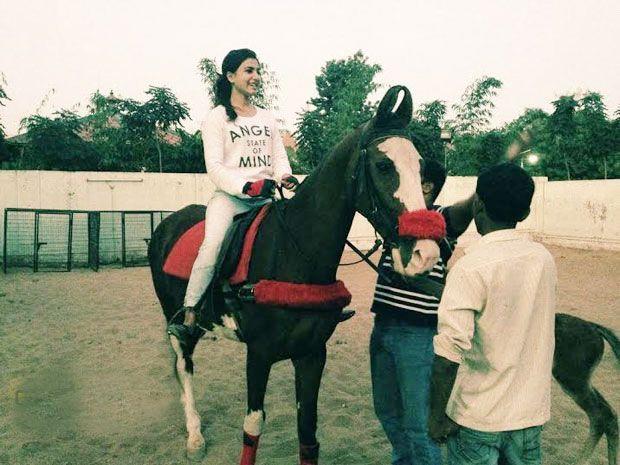 Photo Story : Samantha Riding Horse