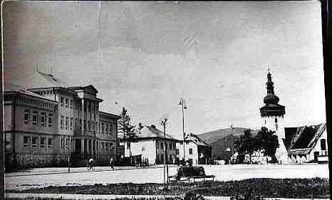 Historické foto - námestie Handlová, mestský úrad