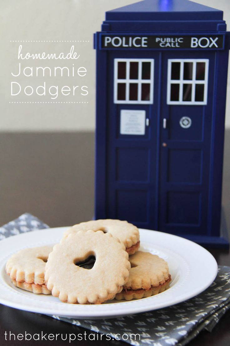 the baker upstairs: homemade jammie dodgers