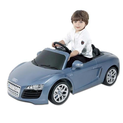 Carro Elétrico Kalee Audi R8 Spyder - Azul Que tal seu filhão desfilando com esse carrão? Super Audi R8 Spyder, com botões de som eletrônico e luz LED, anda para frente e para trás, possui cinto de segurança, calotas e grade dianteira cromadas . Sua bateria é recarregável.  Presenteie seu filho com esse lindo Audi, para rodar por parques e praças, repleto de muita diversão, estilo e claro, segurança!