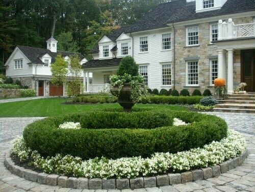 Co co 39 s collection this formal garden elevates a small for Circular driveway layout