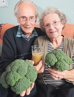 Ray Wiseman heals from bladder cancer by drinking fresh juice made from broccoli, carrots and apples.