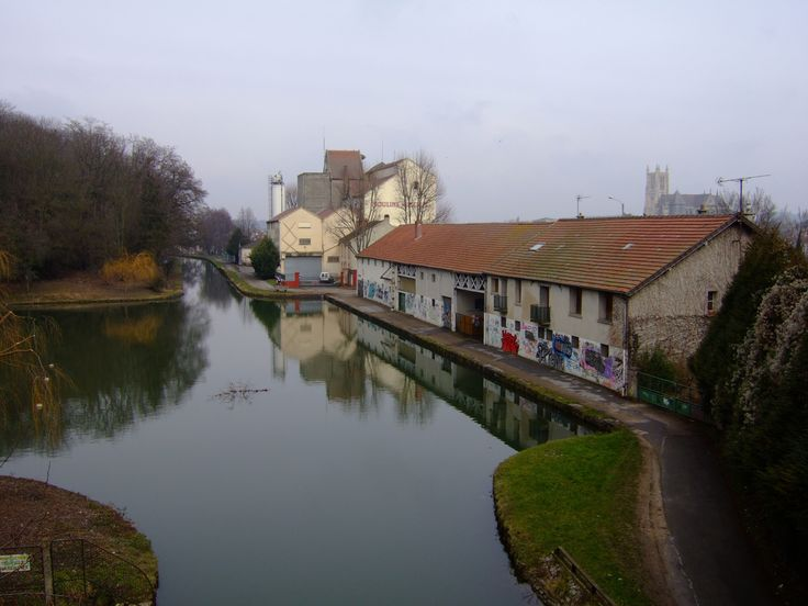 Meaux_Ourcq_canal_dockside.JPG (2048×1536)