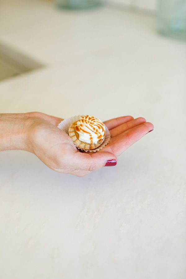 Mini pumpkin pies that can fit in your palm.