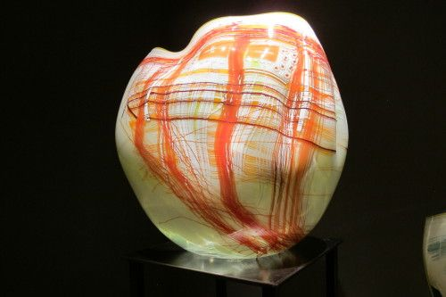 Red and cream Glass bowl by Dale Chihuly from his early Basket series. Photo by Barbara Newhall http://barbarafalconernewhall.com/2014/09/25/dale-chihulys-glass-fine-art-kitsch-or-both/