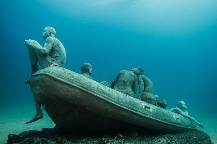 Hyperrealistic-Human-Sculptures-Submerged-in-Europe's-First-Underwater-Art-Museum-7