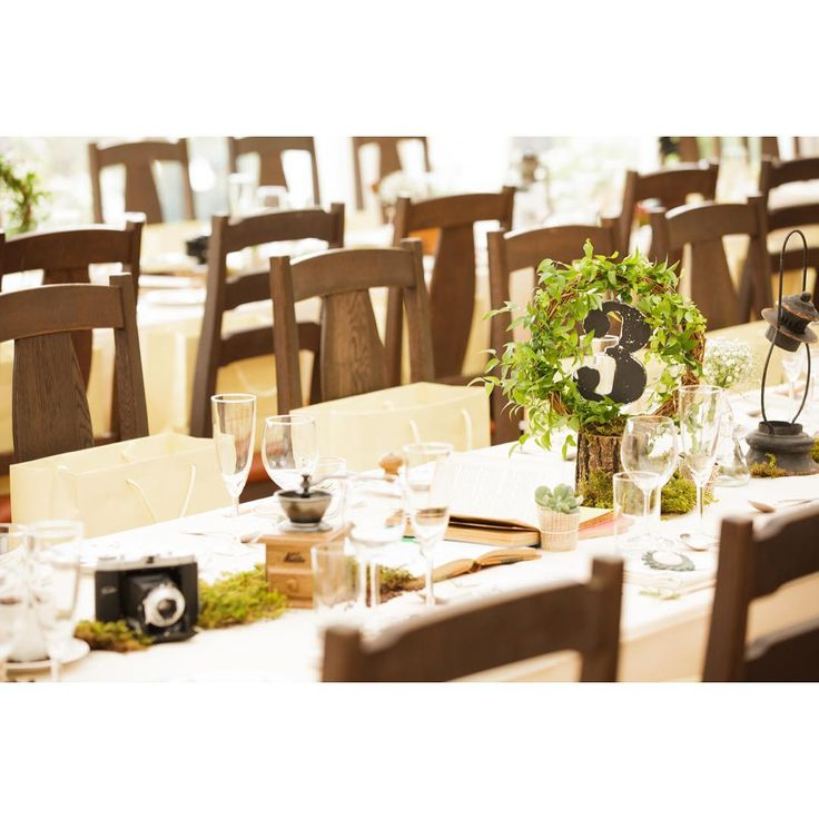 「. テーブルナンバーは テーマの手をつなごうのシンボル リースをモチーフに⑅◡̈* #weddingtbt  . #手をつなごうウェディング #プレ花嫁卒業 #結婚式 #結婚式準備 #オリジナルウェディング #クレイジーウェディング #テーブル装飾  #テーブルナンバー #crazywedding…」