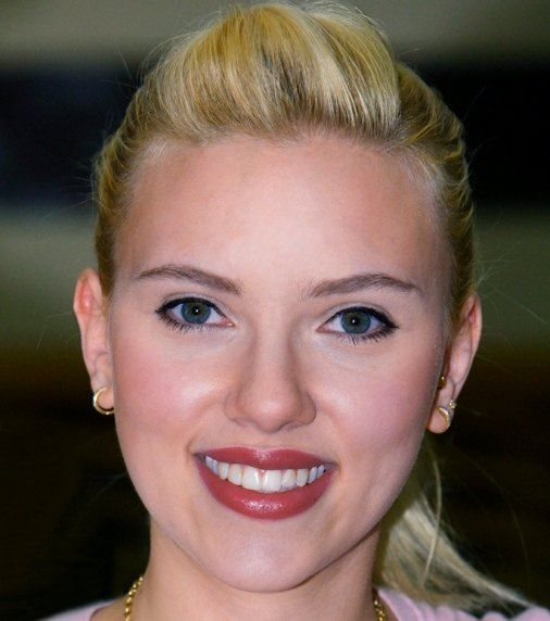 Scarlett Ingrid Johansson aka Scarlett Johansson Age, Height, Weight, Affairs, Films, Biography, Family, Body Measurements