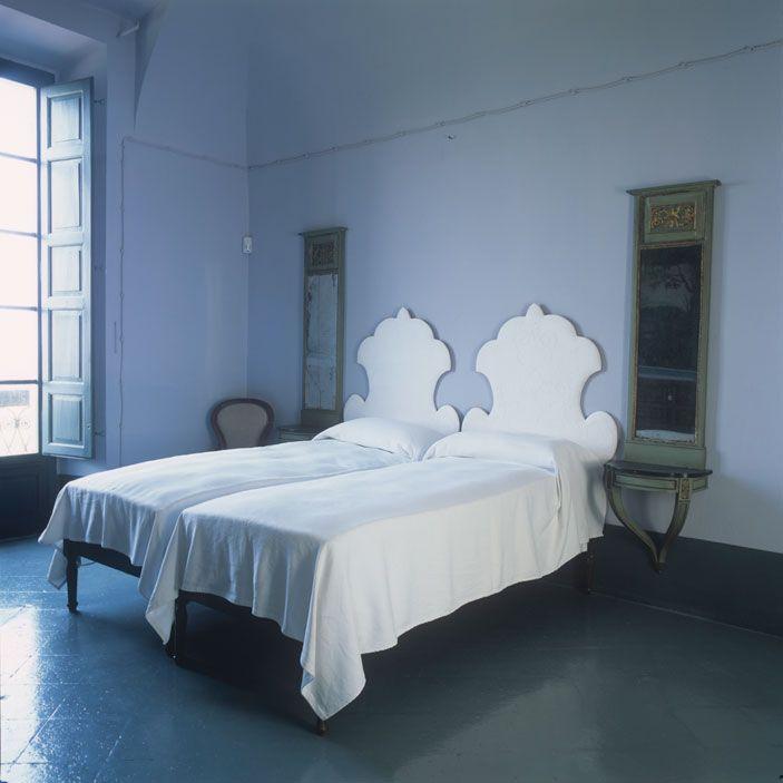 casa Piacenza Marina Sinibaldi Benatti 04: Camere eclettiche. Nelle stanze da letto, che occupano il primo piano dell'ala padronale del complesso, sono assemblati arredi antichi, come gli armadi ottocenteschi, e complementi moderni
