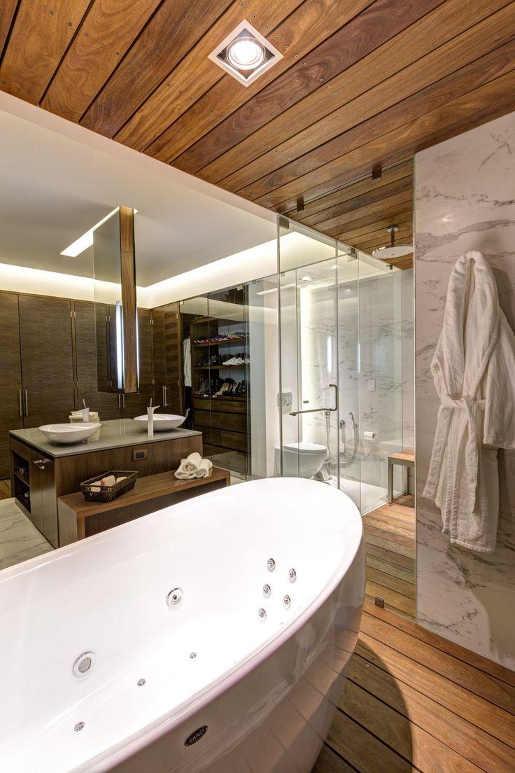 lassala + orozco arquitectos mexico. bañera exenta  y ducha madera #bathtube #bath #shower #marble #wood