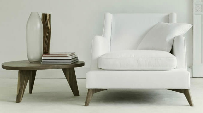 Loving The Combination: Simple Table/White Single Sofa