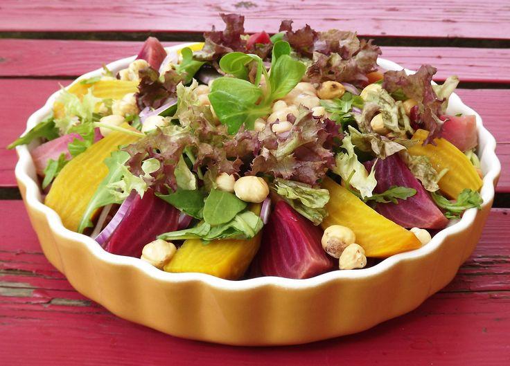 Bietensalade met witte bonen en hazelnoten