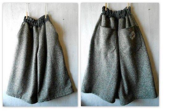 あたたかウールでらくちん半端丈ゴムパンツとつくりました。前と後ろに2つずつポケットがあります。後ろポケットのお花のアップリケがかわいいです。半端丈で幅広の裾な... ハンドメイド、手作り、手仕事品の通販・販売・購入ならCreema。