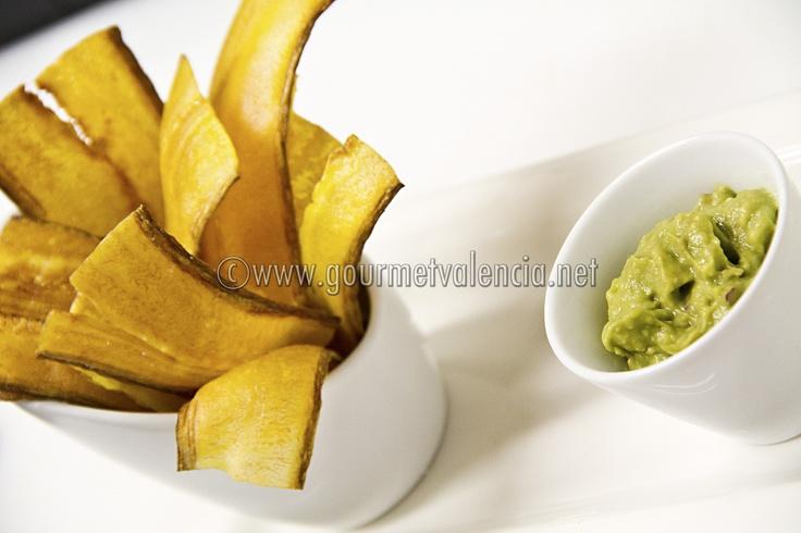 Plátano verde frito con guacamole