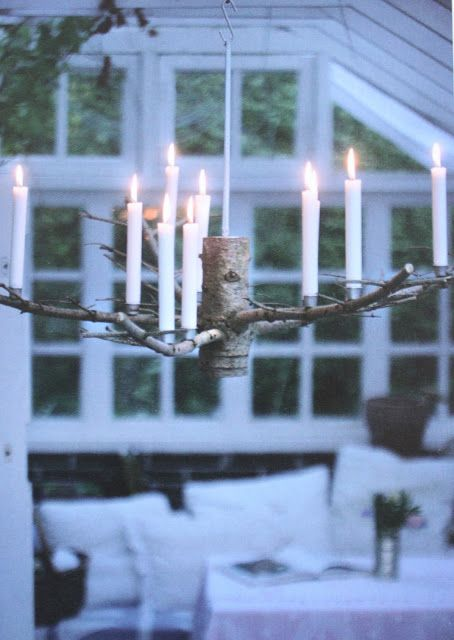 DIY Candle holder light fixture made from a branch. Rester af en gammelt juletræ