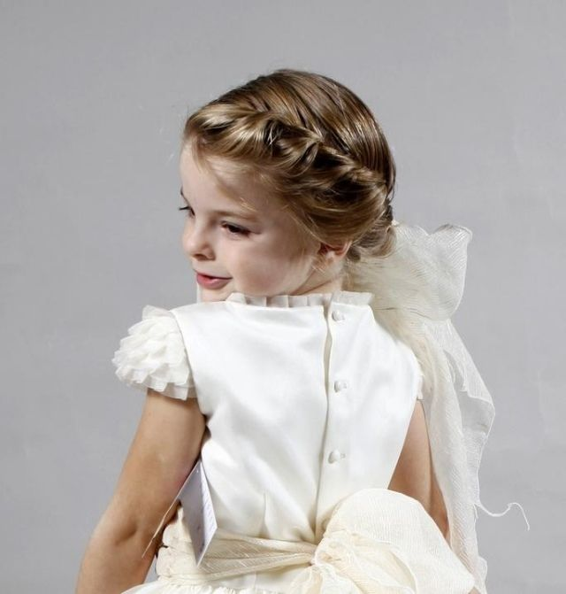 coiffure petite fille pour mariage 30 filles d 39 honneur. Black Bedroom Furniture Sets. Home Design Ideas