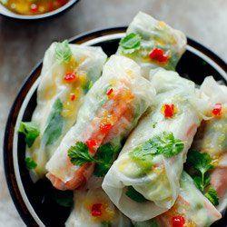 Spring rolls z mango, awokado i grillowanym kurczakiem | Kwestia Smaku