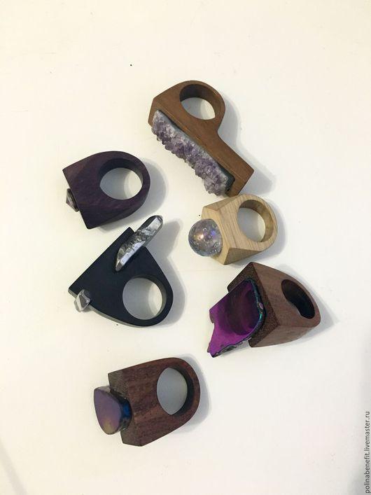 первый ряд сверху справа: Ятоба+ друза аметиста ; граб натуральный + стекло; ятоба+ гематит; ятоба тонированная + Swarovski; эбен + кварц с титановым напылением; орех с гематитом в тотановом напылении