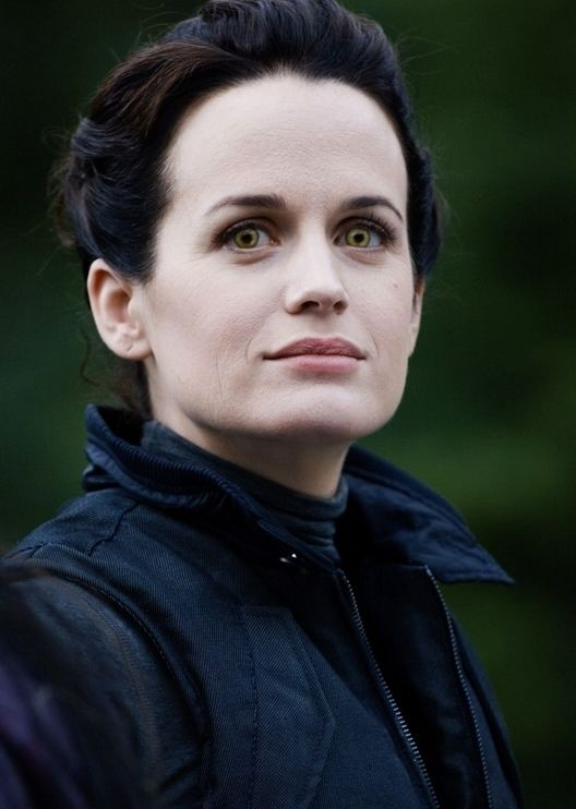 Esme Cullen getting ready to fight the dreaded new borns - The Twilight Saga: Eclipse