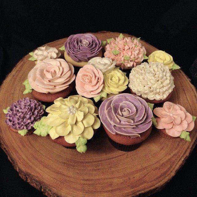 Spring is here! #springcupcakes #purplecupcakes #glutenfree #buttercream #buttercreamflowers #floralcupcakes #pink #white #purple #yellow #raspberry #vanilla #ediblebouquet #bouquet #buttercreamrose #delicious #edibleart #foodporn #cupcakeporn #dessertporn #mississauga #gta #toronto #mississaugacakes #mississaugabakery #torontobakery #gtabakery #portcredit  #portcreditbakery #sassyandsweet