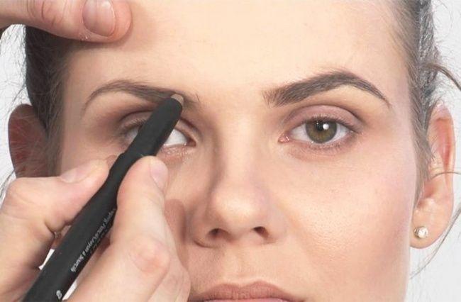 Если у вас нет времени на полноценный макияж, лишь накрашенные брови уже могут сильно изменить внешний вид.   11советов помакияжу, которые оценят дажете, кто некрасится