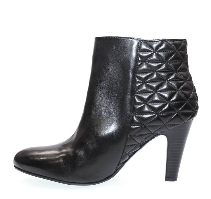 A super high heel with quilted rear quarters to complete that show-winning look.
