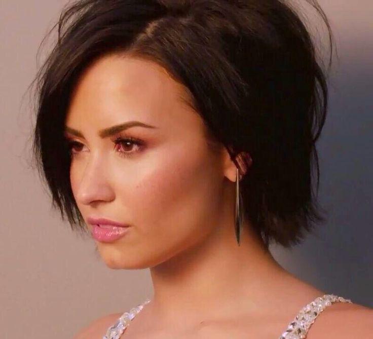 Demi Lovato on the cover of cosmopolitan - September 2015