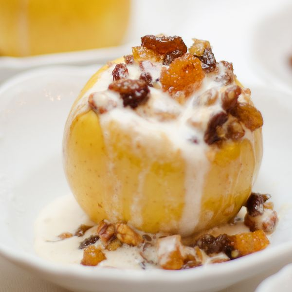 Need a quick dessert idea, the aroma of these apples stuffed with cinnamon and raisins baking will have everyone looking forward to dessert time.. Stuffed Baked Cinnamon Raisin Apples Recipe from Grandmothers Kitchen.