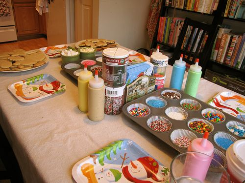 Five Steps to a Successful Cookie Decorating Party--- Why didn't I think of this when the girls were little and I was baking 200 cookies for cookie parties?