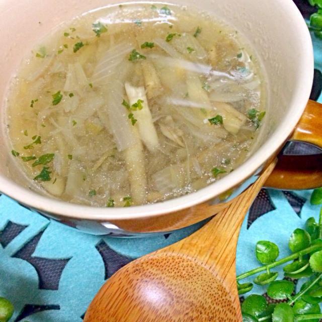 ウチでは圧力鍋に残り物野菜を適当に入れてスープやポタージュをよく作ります(∩❛ڡ❛∩) 無駄にならないし、栄養満点だし、素材の味が生きてて本当に何の野菜でもスープにするイケちゃいます♥︎ - 22件のもぐもぐ - 圧力鍋でごぼうとオニオンの簡単トロトロスープ♥︎ by みったん