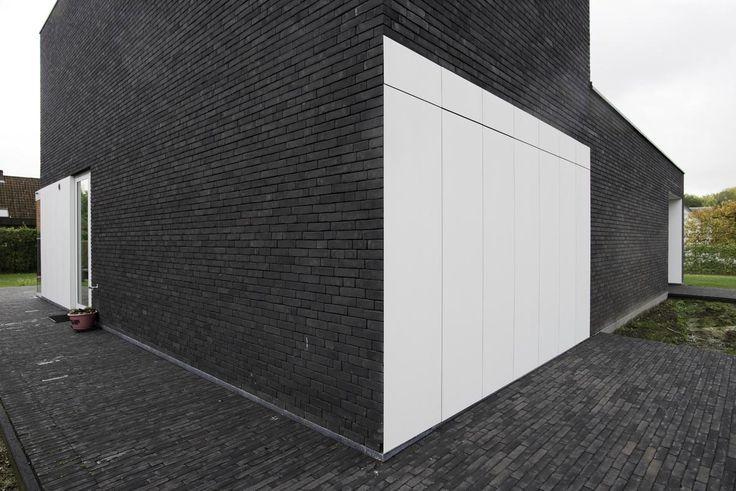 Vande Moortel Facing brick Septem 7021 and Clay paver Septima Anthracite