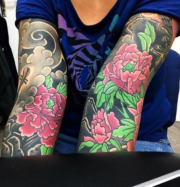 Flower sleeve with black filler