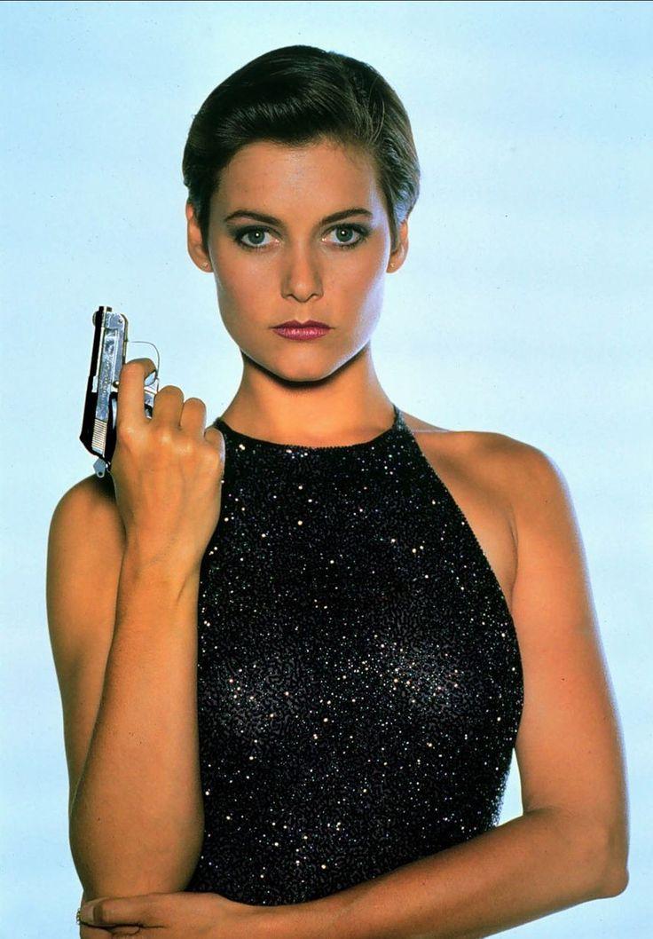 17 best images about femme fatale on pinterest savage grace halle berry and daisy dukes - Deguisement james bond girl ...