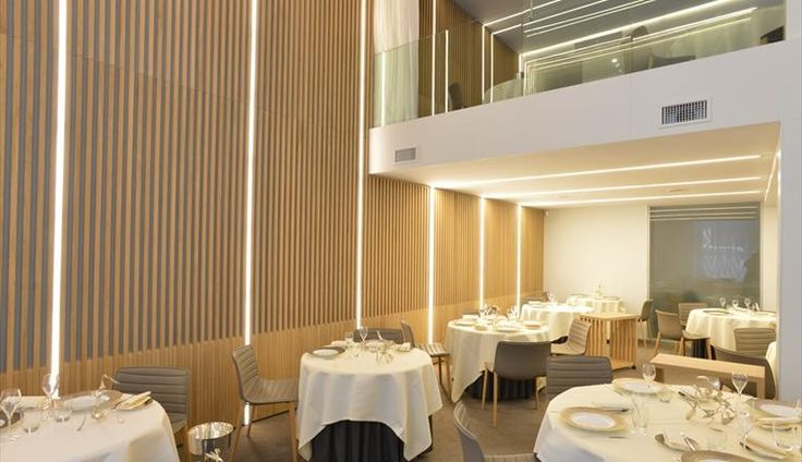 Restaurant lighting le mill naire entertainment and for Maxim design hotel 3 star