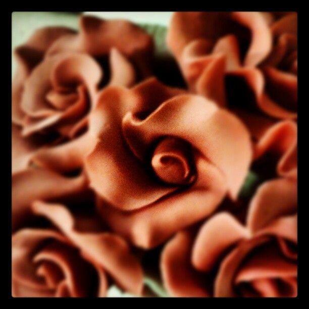 #fiori #cakedesign #modelling di http://www.simocakedesigner.it