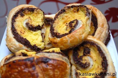 ślimaki z ciasta francuskiego z makiem i kremem budyniowym