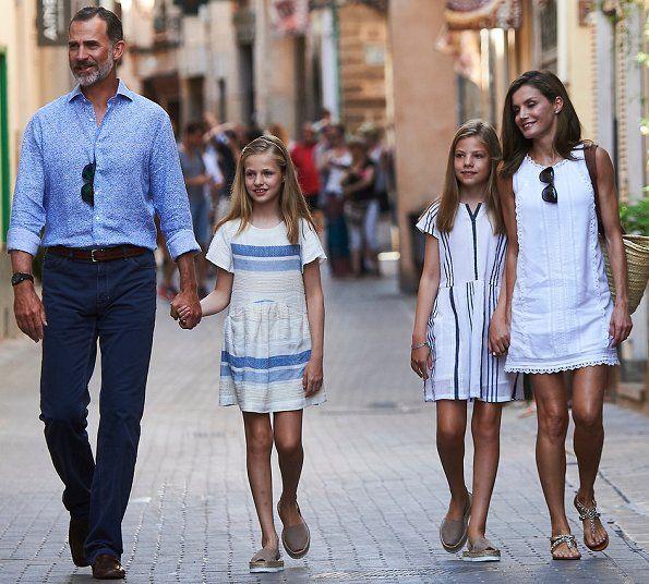 King Felipe, Queen Letizia, Infanta Sofía, Princess Leonor, Adolfo Dominguez sandals, Mango Dress, Prada and Ninos Dress at holiday