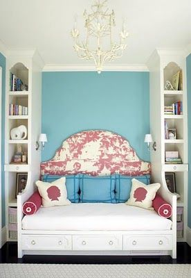 Gorgeous built-in day bed with upholstered headboard - i'm really loving this