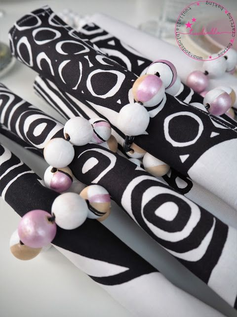 Napking rings made from painted wooden beads and aluminium wire