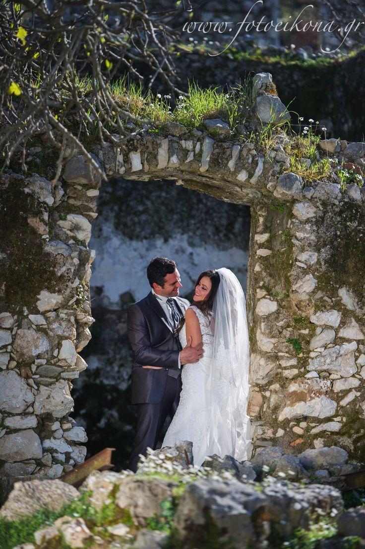 Amazing wedding photos of the bride and groom #Lefkas #Ionian #Greece #wedding #weddingdestination Eikona Lefkada Stavraka Kritikos